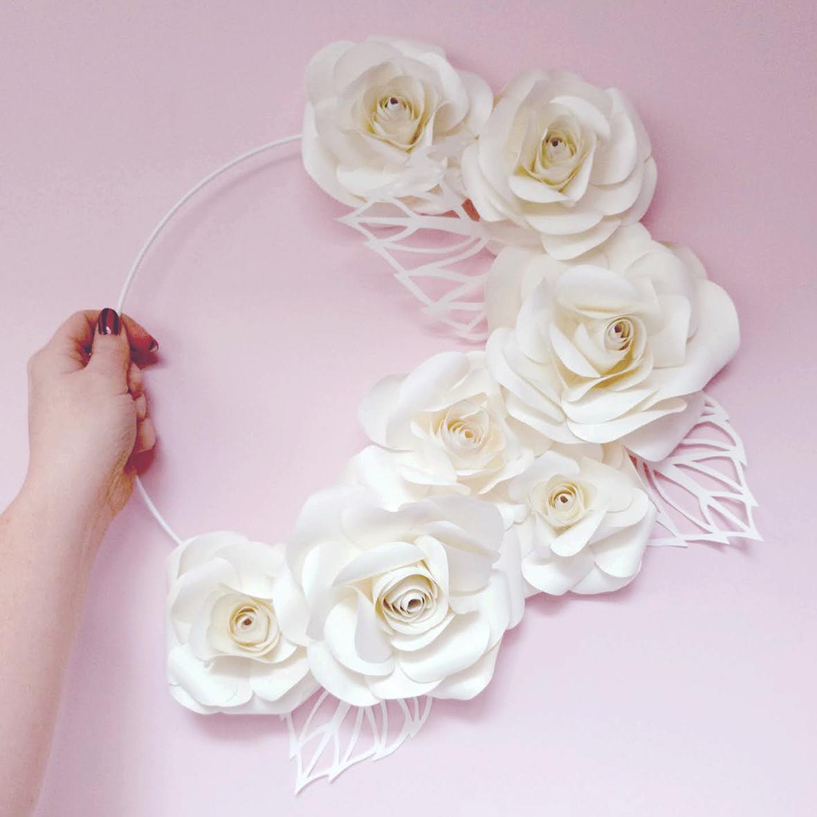 paperflowerkrans-papier-krans-studiocooliejoelie-bloemen